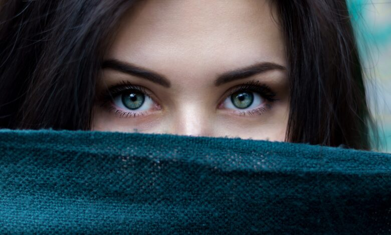 Image of alluring eyes