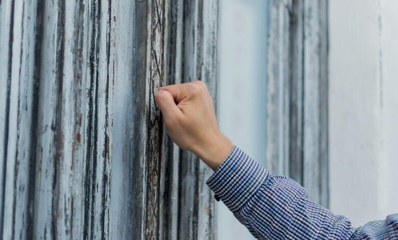 Image of someone knocking at door