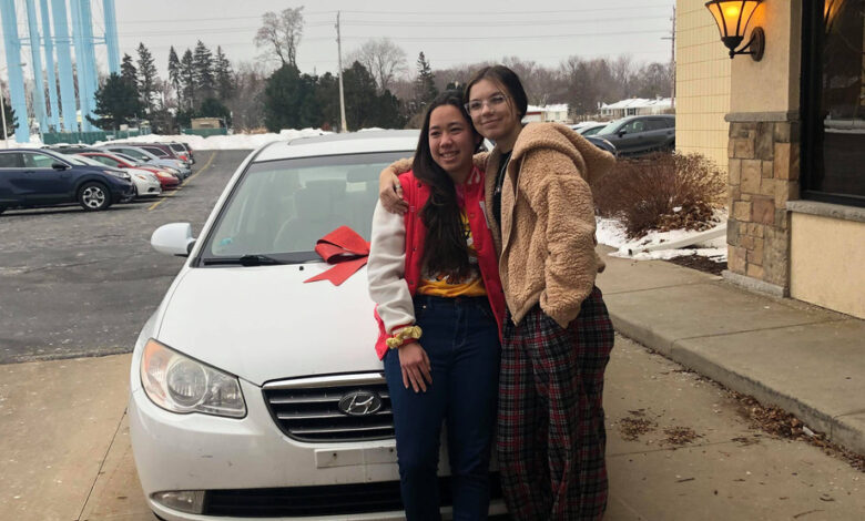 Picture of Hokule'a Taniguchi, left, and Haley Bridges
