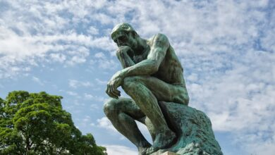 Picture of The Thinker statue
