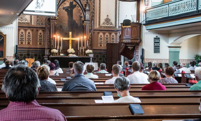 Image of a half-empty church